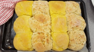Tear n Share rolls. I want to try out those saffron rolls - beautiful colour!